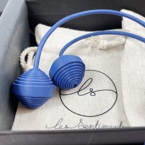 Bijou de sac en cuir bleu